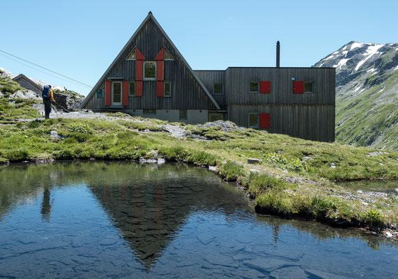 Vor 32 Jahren verbrachte ich hier in einer alten Hütte im Aspirantenkurs eine Nacht, seither hat sich einiges verändert