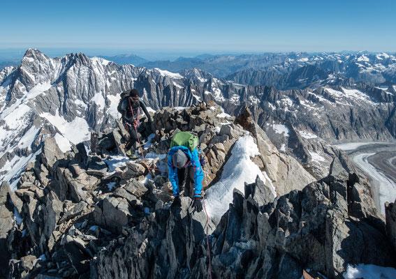 Anregende, aber einfache Kletterei kurz unter dem Gipfel