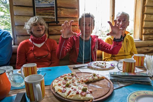 Pizzaschmaus im Refugio los Tronco