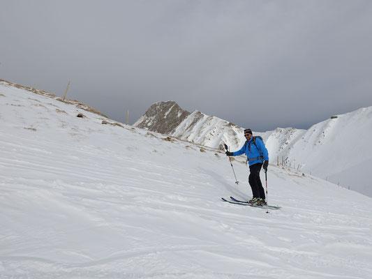 Kurz nach dem Morgetepass beginnt die Querung zum Gipfel. Im Hintergrund der Gantrisch