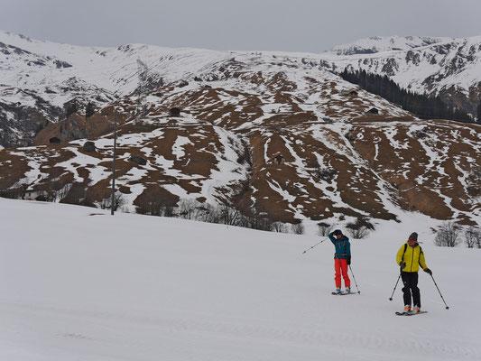 UFF! Das war Knapp! Wie im April reihen wir die letzten Schneereste für eine tolle Abfahrt aneinander.