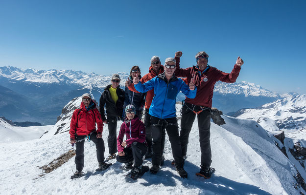Auf dem höchsten Gipfel der westlichen Berner Alpen, rechts der Mont Blanc, links der Grand Combin, Mont Blanc de Cheilon und der Pigne d`Arolla