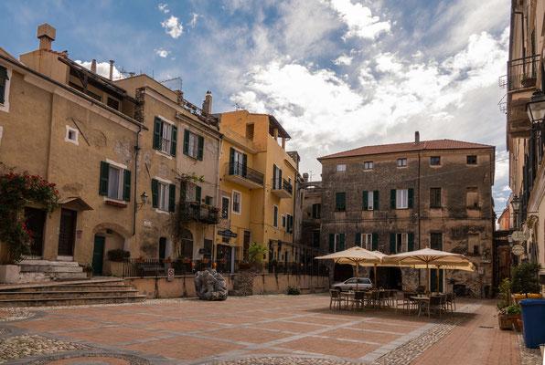 Die Piazza Garibaldi ist am Vormittag beinahe Menschenleer
