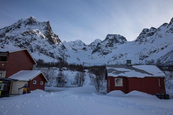 Ausgangspunkt zum Geitalljetind ist dieser kleine Weiler am Austnesfjord