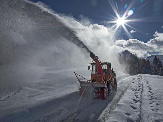 Schneeräumung wie auf den hohen Alpenpässen