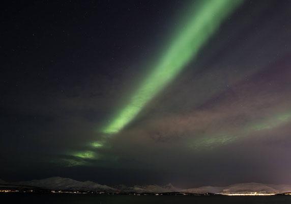Der Nordlichtalarm ist aktiv doch leider verhindert eine zarte Wolkenschicht einen wirklich guten Blick auf die kräftige Aurora Borealis