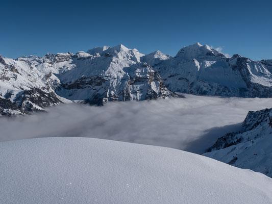 Auch Kandersteg liegt unter dem Nebel, Sonne pur gibts für die Blüemlisalp, Fründenhorn und Doldenhorn und mich