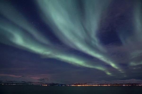 Blick über den Tromsoy-Sundet nach Slattnes