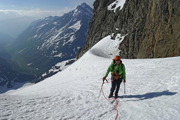 Mit Franziska habe ich im Sommer 2015 eine andere Aufstiegsroute gewählt, der steile Hang nördlich vom Wendenhorn schien mir aber für grössere Serilschaften weniger geeignet