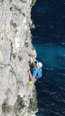 Elegant schlängelt sich die Route, welche immerhin das Titelbild vom neuen Sardinienführer ziehrt, durch die Tropfenstrukturen nach oben