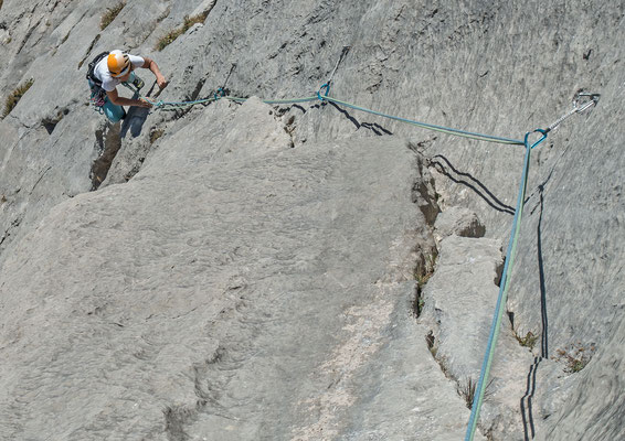Die dritte Länge verläuft an Schuppen und Verschneidungen welche ein abwechslunsreiches Höherkommen ermöglichen