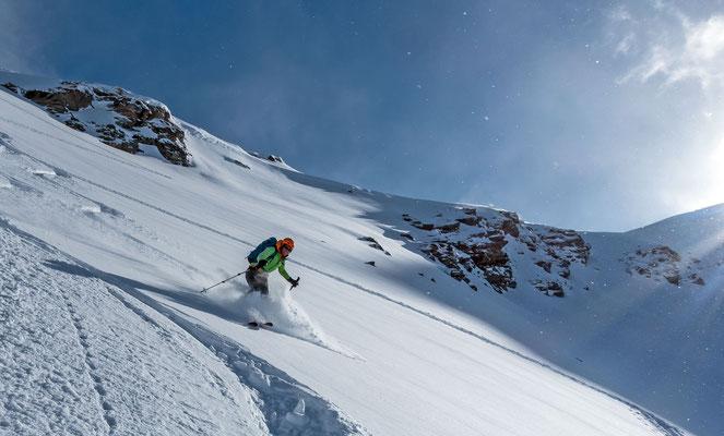 Franziska kann ab und zu nicht mehr skifahren, auf diesem Bild ist davon aber wenig zu erkennen, einzig das Grinsen dürfte noch eine Spur breiter sein