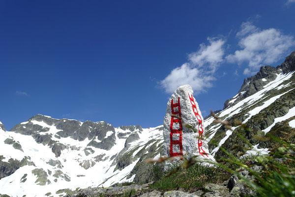 Der Leiterweg zur Sustlihütte ist nicht zu verfehlen, ebenso wie die Anstiegslinie am Horizont zum Grassen