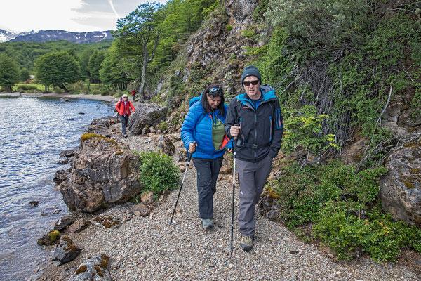 Eine prächtige Wanderung führt dem Seeufer entlang zum südlichen Ende des Sees