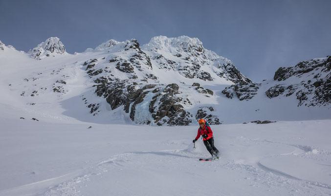 ...das Ambiente mit Graupelpowder, Blueice und verkleisterten Gipfelkallotten unglaublich spannend ist