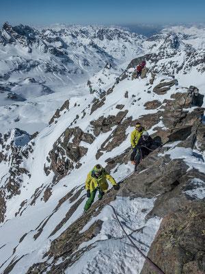 Die letzten Klettermeter sindit Bohrhaken plaisirmässig abgesichert