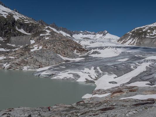 Der Gletschersee am Fusse des Rhonegletscher wird noch bis zum ersten flachen Boden anwachsen