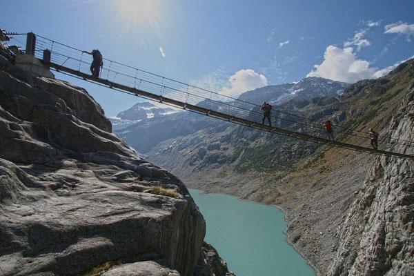 Erste spektakulärer Eindruck, der Gang über die 100 Meter hohe Hängebrücke