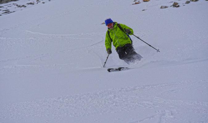 Hans zieht gekonnt seine Spuren in den Schnee