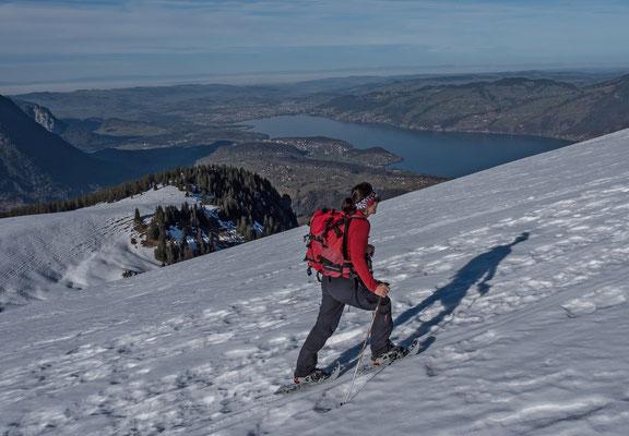 Franziska kurz unter dem Gipfel, die bewaldete Kuppe ist das Engelhorn