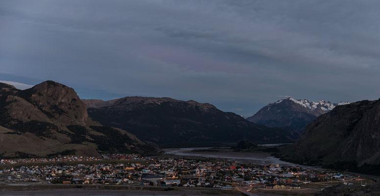 El Chalten morgens um 5.15 Uhr. Genial, um diese Zeit ist es schon Taghell und erst um 22.30 wirds allmählich dunkel