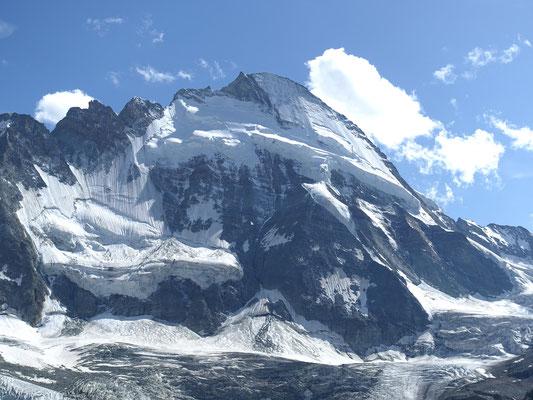 Gigantische Bastion aus Fels und Eis, der Dent d`Hérens