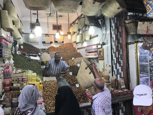 ...oder der Besuch des legendären Marktes bieten nochmals Einblicke in diese Kultur des Handelns und Feilschen