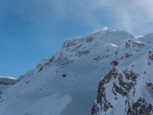 Unterhalb vom Grossstrubel ist ein mächtiges Schneebrett abgegangen