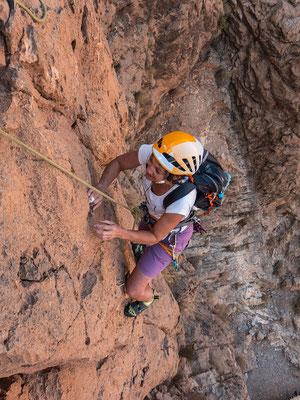 Besser kann Fels kaum sein. Rauh und griffig und auch die Absicherung ist mehr als zufriedenstellend in dieser einfachen Tour