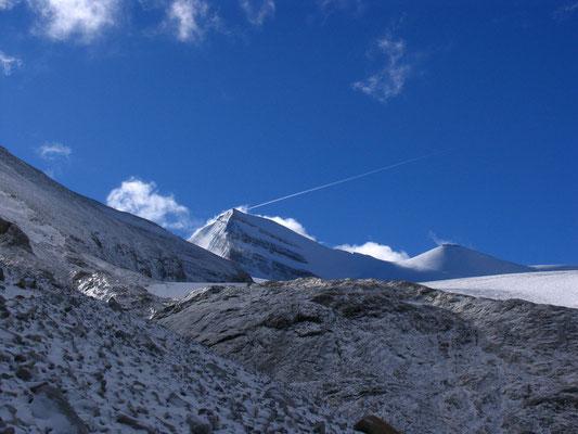 Das Brunegghorn, über den rechten Grat führt unser Anstieg zum Gipfel