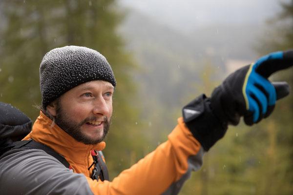 Peter ist passionierter Jäger und erzählt uns Interessantes vom Wald und Wild. Seit kurzer Zeit bildet er sich als Wanderleiter des SBV aus und sammelt auf dieser Tour erste Erfahrungen