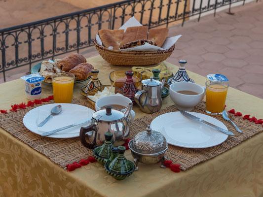 Es fehlt an nichts beim Frühstück und so gestärkt sind wir voller Tatendrang für eine ordentliche Tour
