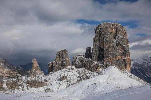Nach einem kurzen Schneeschauer lacht uns auch an den Cinque Torri die Sonne