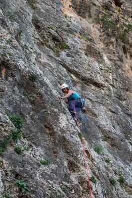 Kleines Klettergebiet bei Kardamyli. Leider setzt nach drei gekletterten Routen starker Regen ein, aus einem ausgefüllten Klettertag wird demzufolge nichts