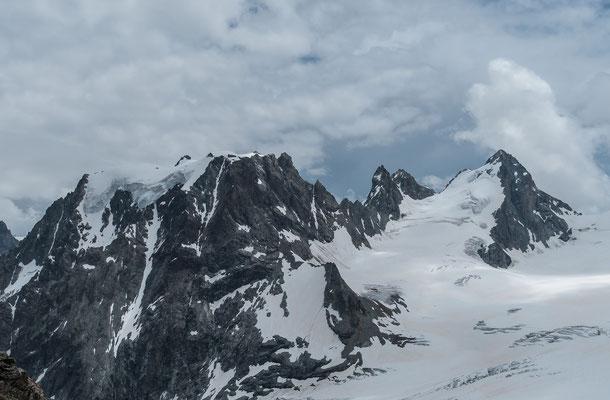 Der klotzige Mont Collon, rechts der L`Evêque