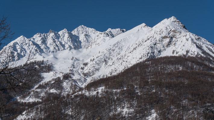 Geniale Skitour, die Tête de Ste-Marguerite, zweiter Gipfel von techts, links das riesige Massiv des Agneaux