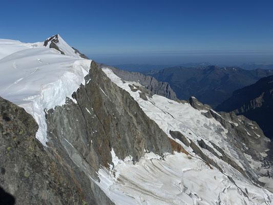 Die Aussicht zu den Berner Voralpen ist nicht zu verabscheuen, links verwehrt der Ochs den Blick auf den Eiger