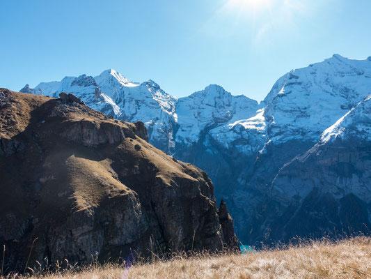 Der Aufstieg Richtung Bire ist interessant und ausgesetzt. Erst oberhalb der zahlreichen Felsbänder kann ich die prachtvolle Aussicht entsprechend geniessen