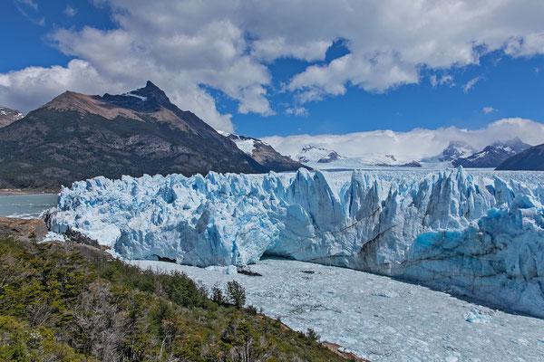 70 Meter Hoch, 5 Kilometer breit und hunderte von Kilometern Inlandeis im Rücken machen diesen Gletscher zu einem Besuchererlebnis der Top 10