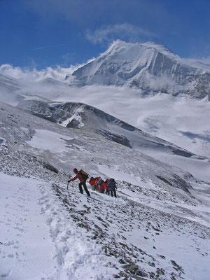 Verschmelzen ineinander, Das mächtige Weisshorn, die Bishorn Nordwand mit dem Kulminationspunkt 4135 der Gendarm im Nordgrat und das Bishorn