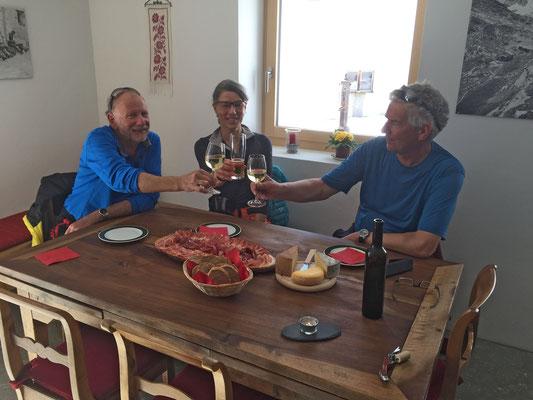In Hinterrhein geniessen wir Köstlichkeiten aus der Region