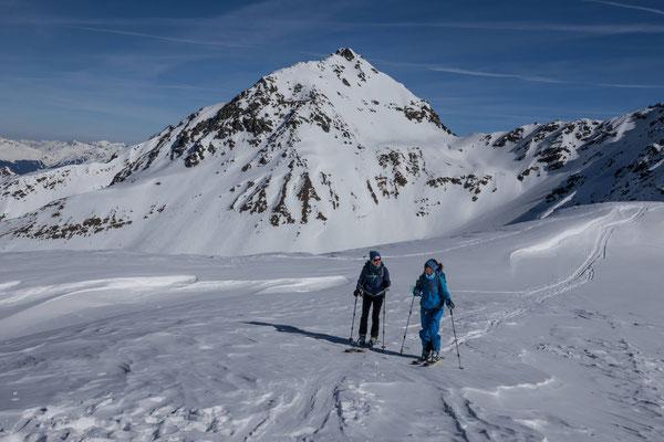 Entspanntes zum Gipfel Laufen mit Blick auf das leid scheene Leidbachhorn ( leid scheen isch Hasliditsch und bedeutet sehr schön)
