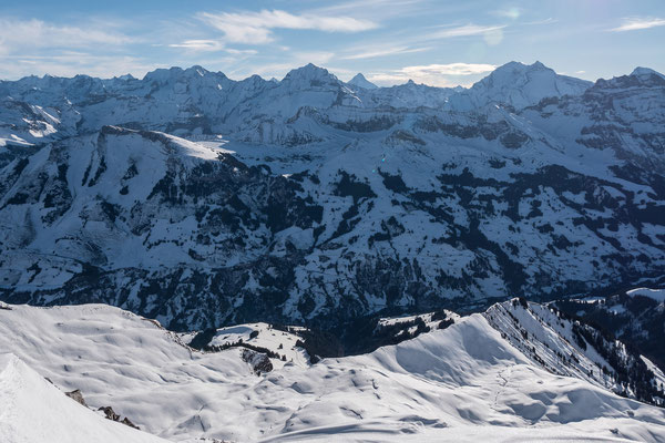 Nach gut 4 Std, steh ich auf dem Gipfel des Winterhore. Hier der Tiefblick zur Otterealp, darüber die Berner Alpen