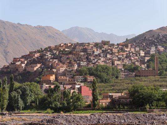 Der höher gelegene Ortsteil von Imlil, wir sind schon eine halbe Stunde am wandern,...