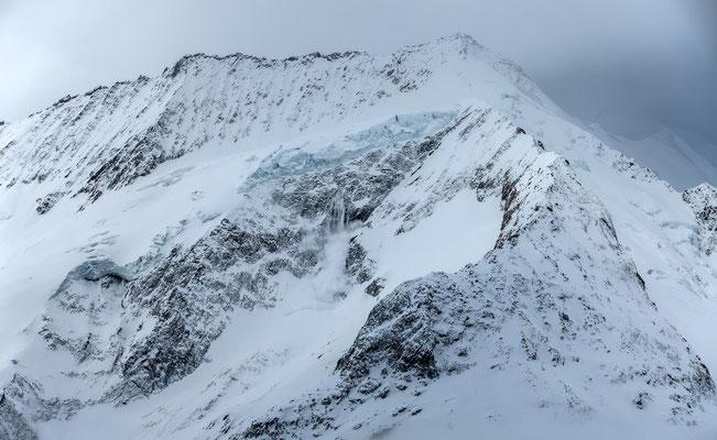Dank schussbereiten Apparaten gelingt auch das Bild von der Eislawine am Dreieckhorn