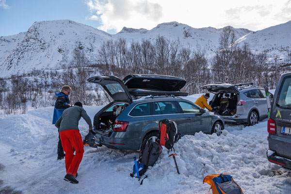 Den Parkplatz zum Rundfjellet müssen wir erst auschaufeln