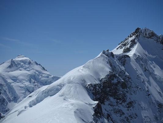 Imposanter Ausblick vom Louwihorn zum Gletscherhorn und Aletschhorn