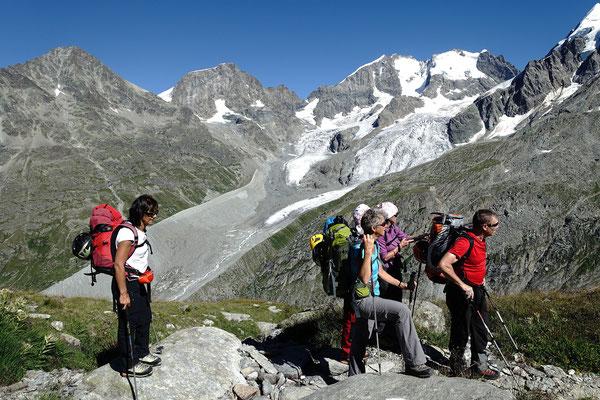 Erster Blick auf das Wochenziel bei der Fuorcla Surlej, der Piz Bernina mit seiner bekannten Firnschneide, der Biancograt