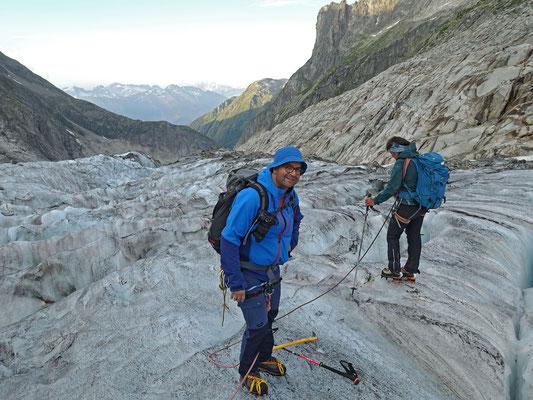Vor dem zweiten Abbruch gilt es, die richtige Passage zum Verlassen den Gletschers ausfindig zu machen