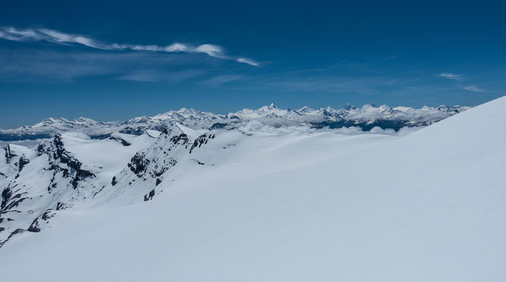 Grandiose Aussicht vom Wildstrubel. Soviele Holländer waren sicher noch nie zur selben Zeit auf diesem Gipfel
